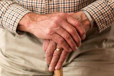 Gibt es spezielle Betten und Matratzen für Senioren?